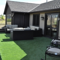 0916E - Turf Sitting Area on Deck Metal Rail